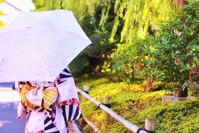 浴衣で日傘
