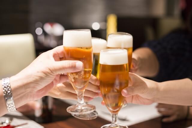 宴会で乾杯